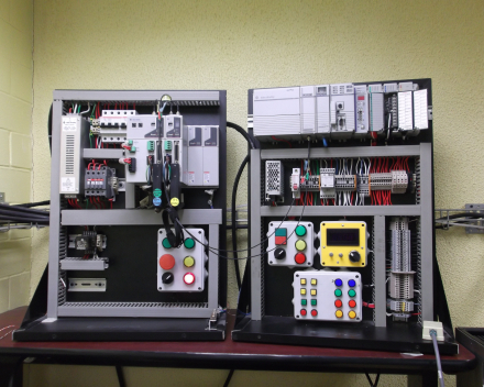 PLC sturingen uittesten met behulp van testopstellingen in de eigen werkplaats