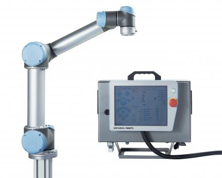 Universal robots met simpele en compacte sturing